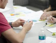 Imagen de una lluvia de ideas o brainstorm con anotaciones